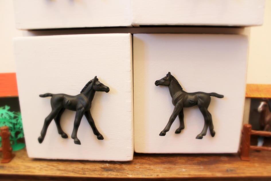 Horse themed bedroom ideas horse drawer knob for children for Horse themed room