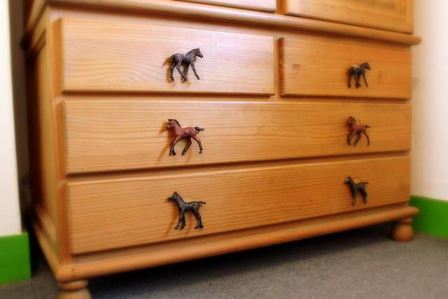 Horse cupboard knob children s horse bedroom decor for Horse bedroom ideas