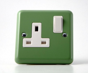 *SALE* - 1 ONLY - Lily Beryl Green Switched Plug Socket Single Varilight XY4W.BG