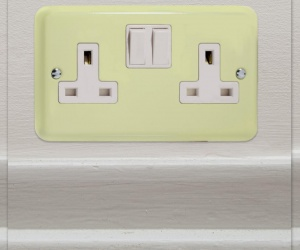 2 IN STOCK - White Chocolate Cream Switched Socket Varilight Double Plug Socket XY5W.WC