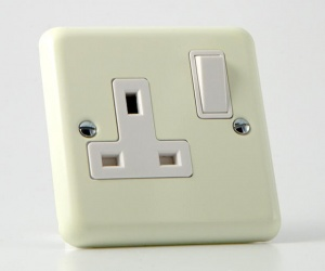 *SALE* - 1 ONLY - Classic Lily White Chocolate Cream Switched Socket Varilight XY4W.WC Plug Socket